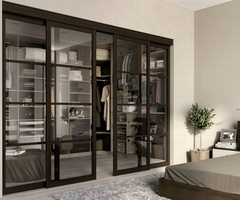 Dressing in L closed by suspended sliding doors